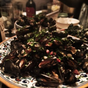 A mound of mussels, mejillones, moules...a lot of MMMmmmmm!!!!